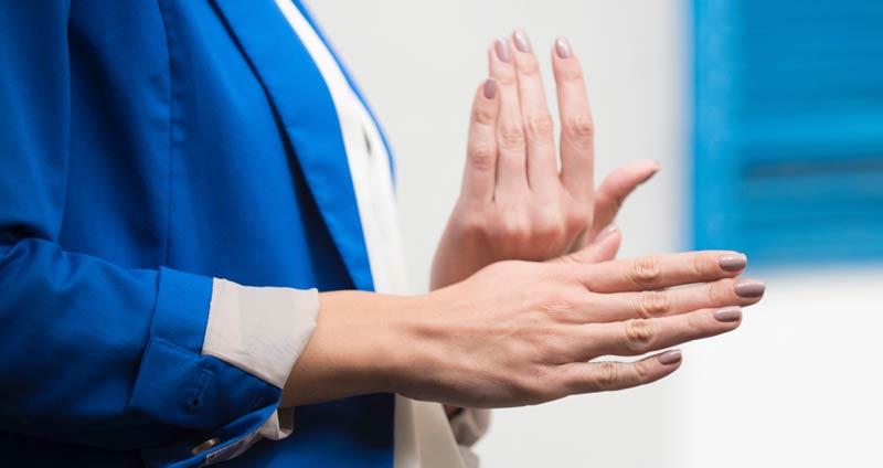Stark schwitzende Hände