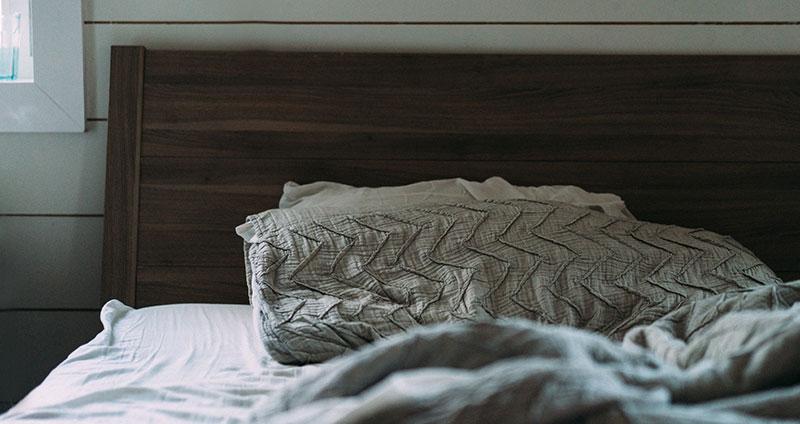 Warum schwitzt man im Schlaf?