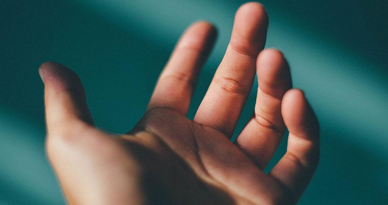 10 Tipps gegen schwitzige Hände