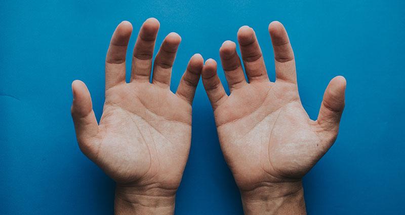 Homöopathie gegen schwitzige Hände | Wissenswertes & Tipps