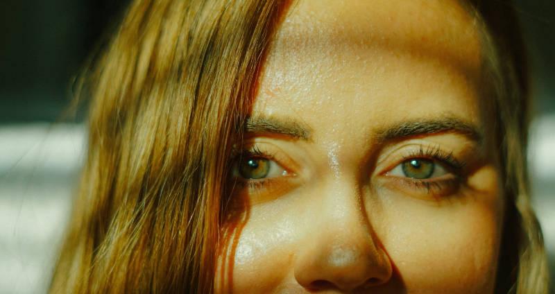 Schwitzen am Kopf – was hilft?