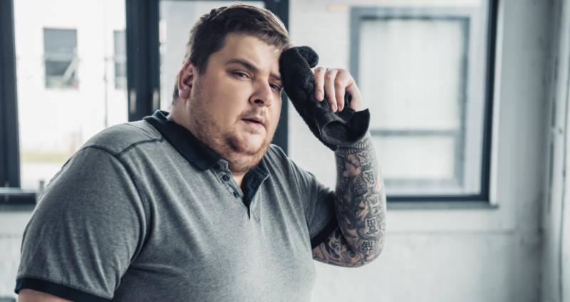 Starkes Schwitzen durch Übergewicht